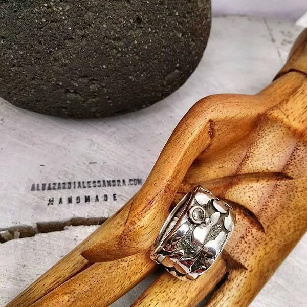 anello lava sagrada con zircone